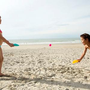 זוג כפות וכדור - לים לבריכה ולחצר
