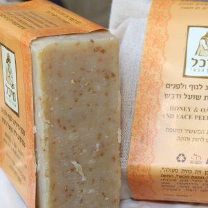 סבון רחצה מוצק לאיזון העור עם שמן נים ואבקת הדס - מיכל סבון טבעי
