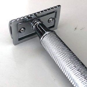 סכין גילוח של פעם בפתיחת הברגה - כסופה ידית מחוספסת חלק תחתון