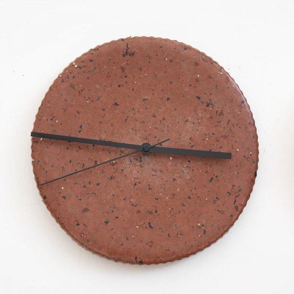 שעון קיר מפלסטיק ממוחזר 2