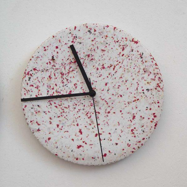 שעון קיר מפלסטיק ממוחזר 1
