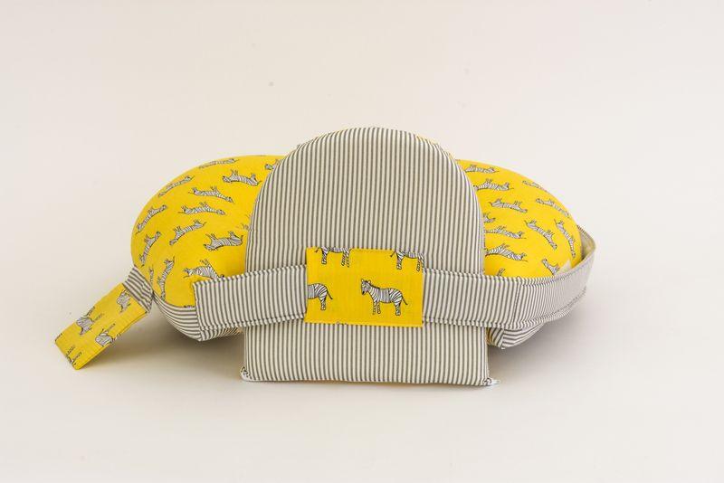 כרית הנקה ״מאמאסיטה״  לתינוק עם תמיכה לגב - זברות צהוב